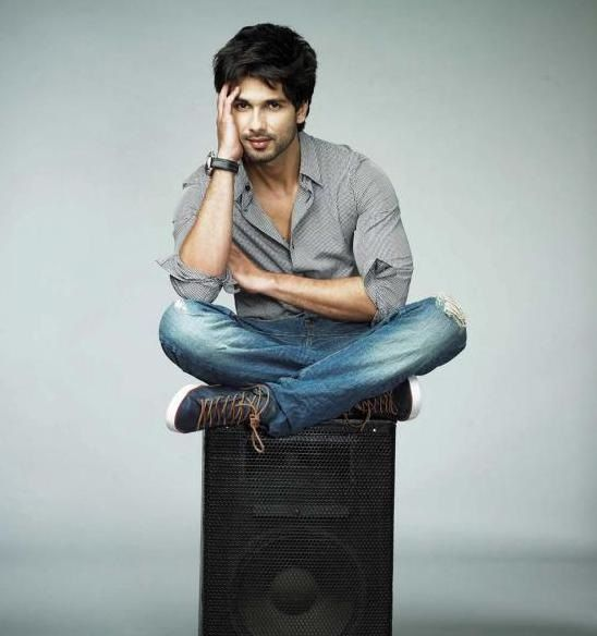 download hd images of shahid kapoor download hot hd images of shahid kapoor download shahid kapoor hot pics shahid kapoor bollywood cinema photoshoot pose boy download hd images of shahid kapoor