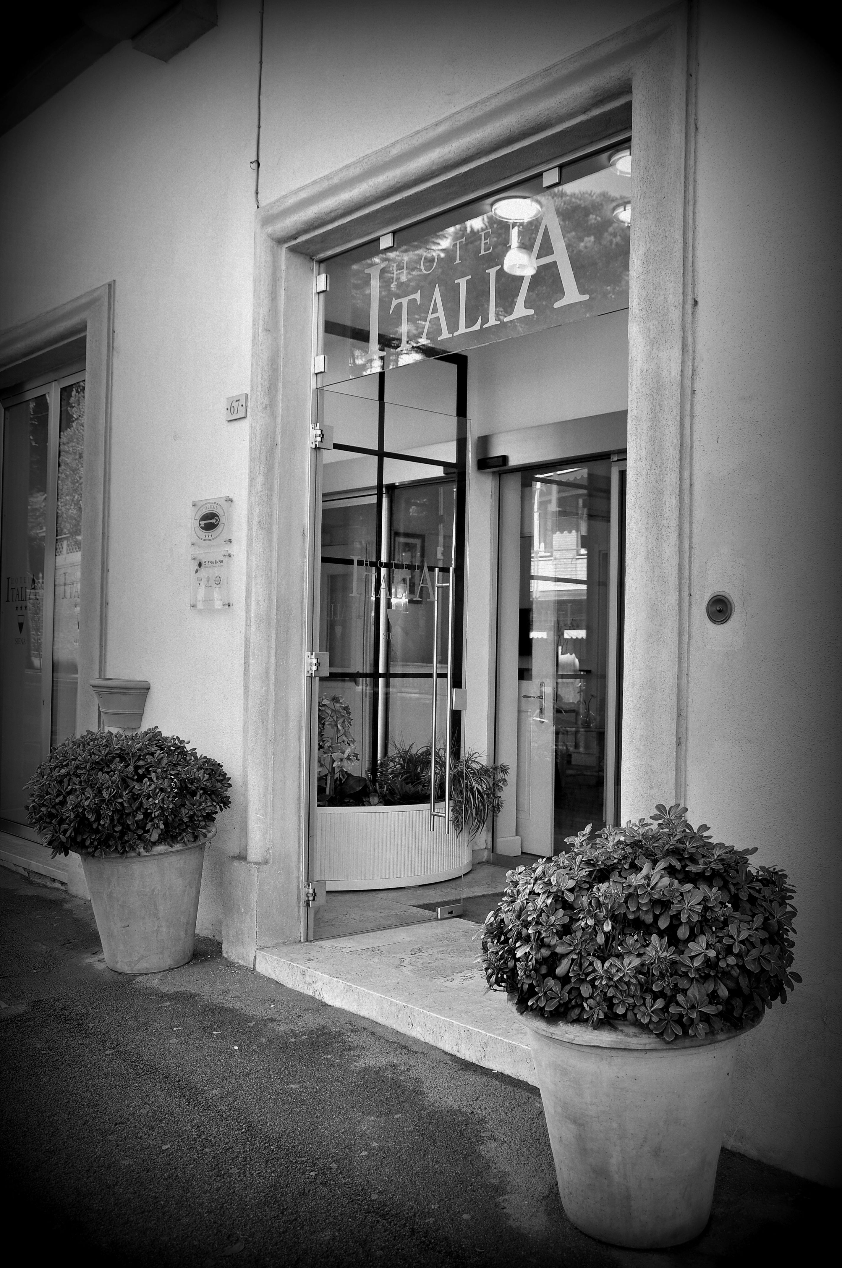 The entrance of Hotel Italia - our door is #24h open for you.