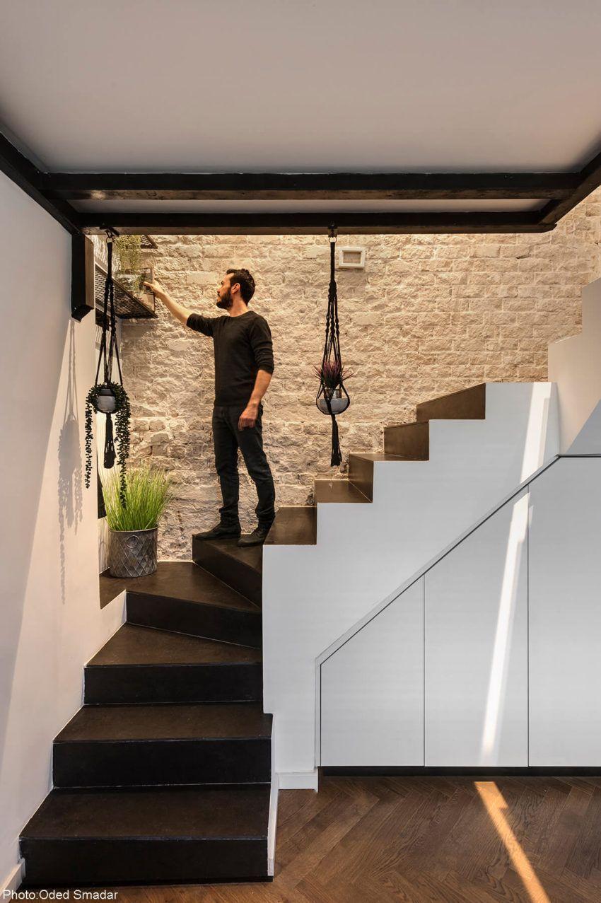 Best 35Sqm Apartment Tel Aviv Small Staircase Stair Decor 400 x 300
