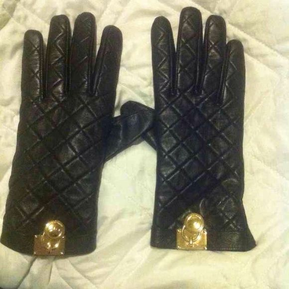 AUTHENTIC Black MICHEAL KORS gloves Very stylish pair of gloves Used but still in good condition minor flaw as shown in pic 2! Michael Kors Accessories Gloves & Mittens