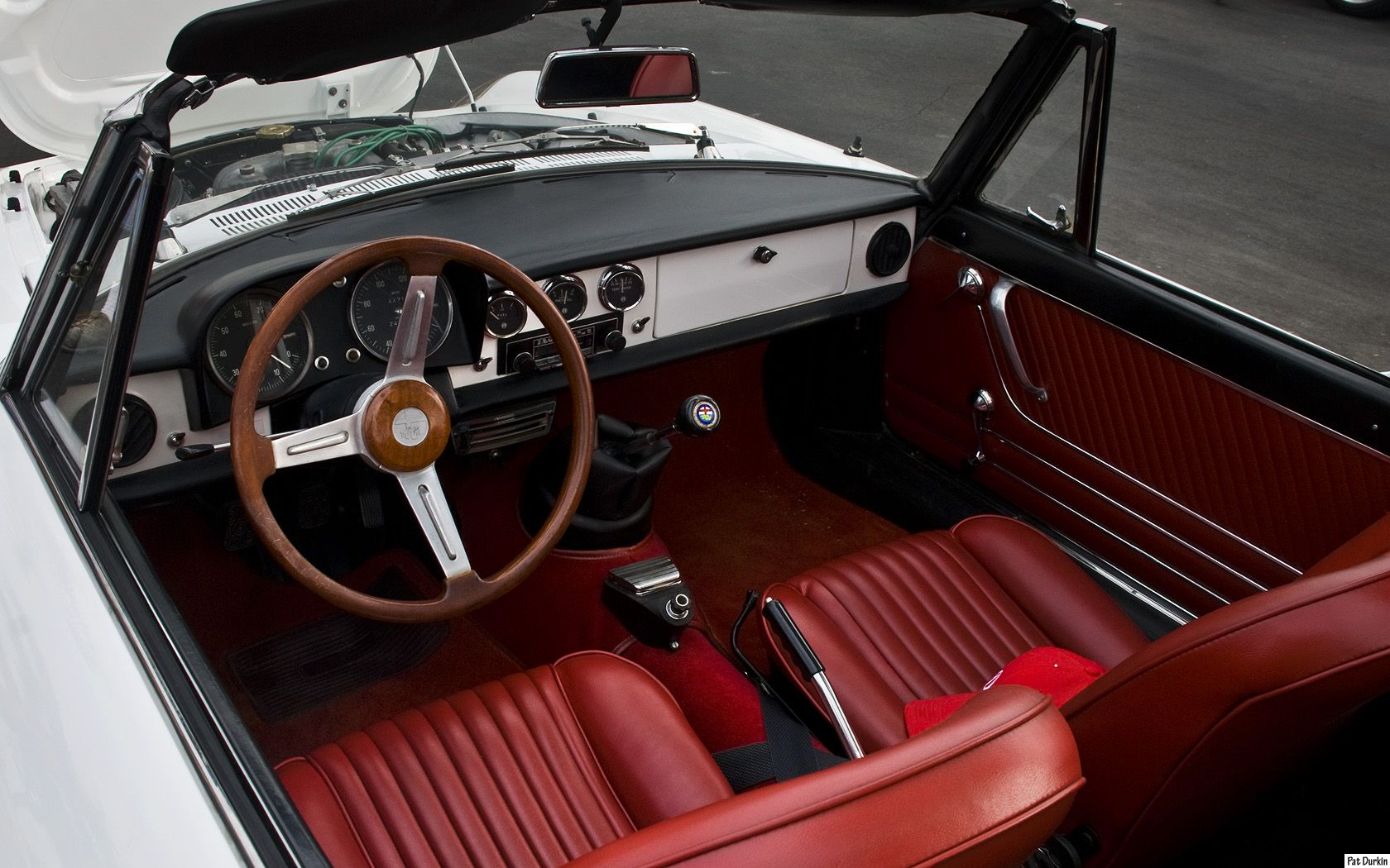 Alfa Romeo Duetto With Glorious Black And Red Interior Alfa Romeo Alfa Romeo Spider Automotive Design