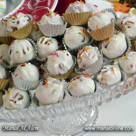 حلو كرات الكيك الصغيرة Manalalalem Recipes Arabic Sweets Food Mini Cupcakes
