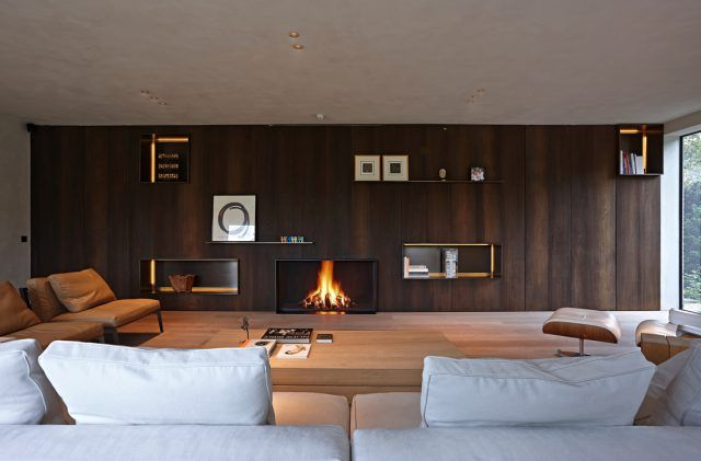 Moderne woonkamer met luxe meubels en open haard | woonkamer ideeën ...