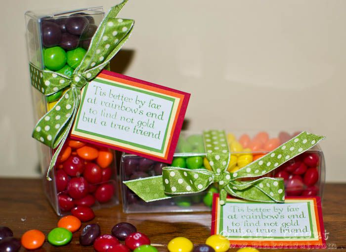 Hi everyone! One more day of school here- and then SPRING BREAK!!! We are so excited- because the weather has been really feeling 'springy' here!  Since, St. Patrick's Day is just around the corner-- literally days away- I thought I'd whip up some cute little treat boxes. If you've been on