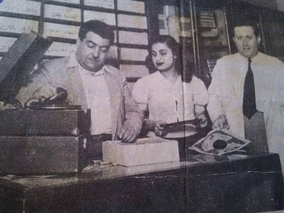 عبد الله جقماقجي صاحب محل تسجيلات جقماقجي مع الفنانة سعاد محمد وايليا بيضا صاحب شركة اسطوانات بيضا فون عام 1952 تميز Baghdad Sketches Of People Baghdad Iraq