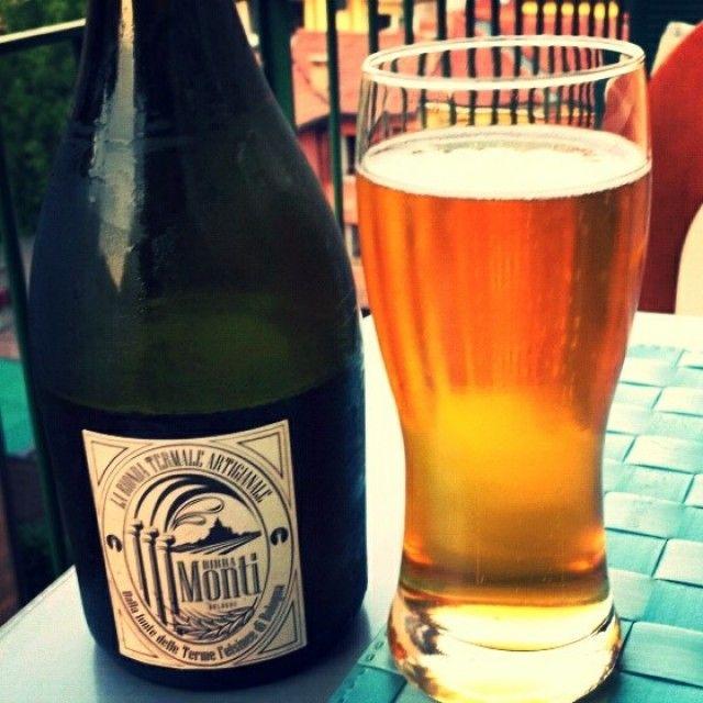 Birra Monti: birra termale fruttata, con sentori di vaniglia e lievito.
