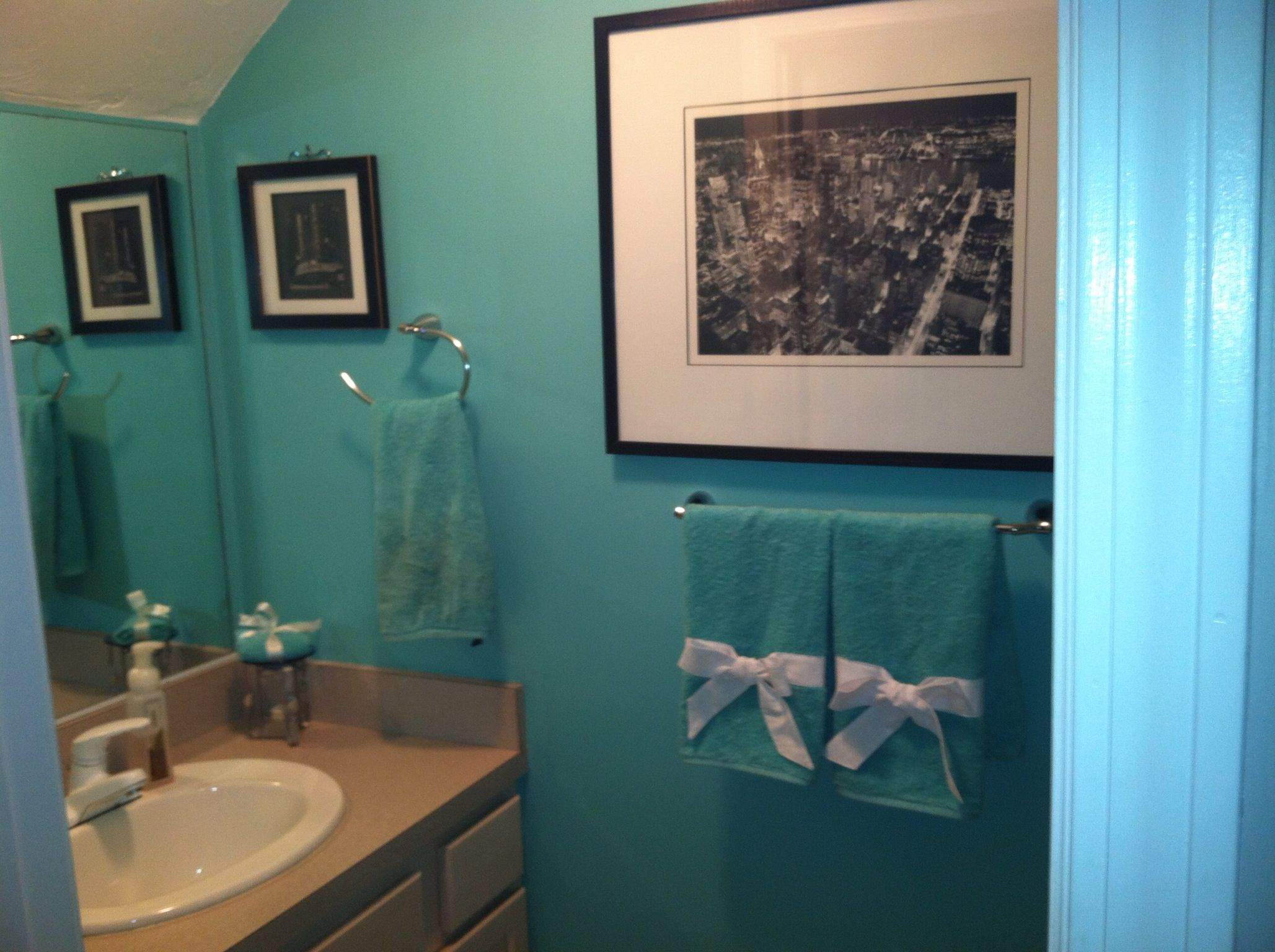 Cute Decor Towel Idea For Tiffany Themed Bathroom