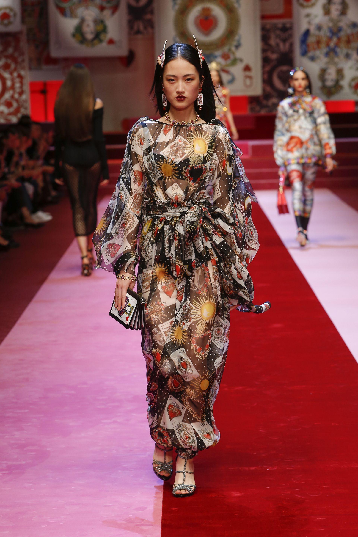 Модный Показ · Текстильный Дизайн · Кимоно · Подиумы · Dolce Gabbana Spring  Summer 2018 Women s Fashion Show.  DGSS18  mfw  DGQueenOf❤️ bcca8fa4fbc