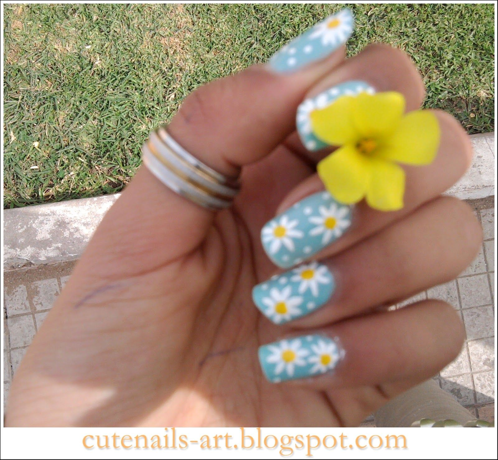 maroc-cutenails-art: spring nails art : Daisy flowers | colors for ...