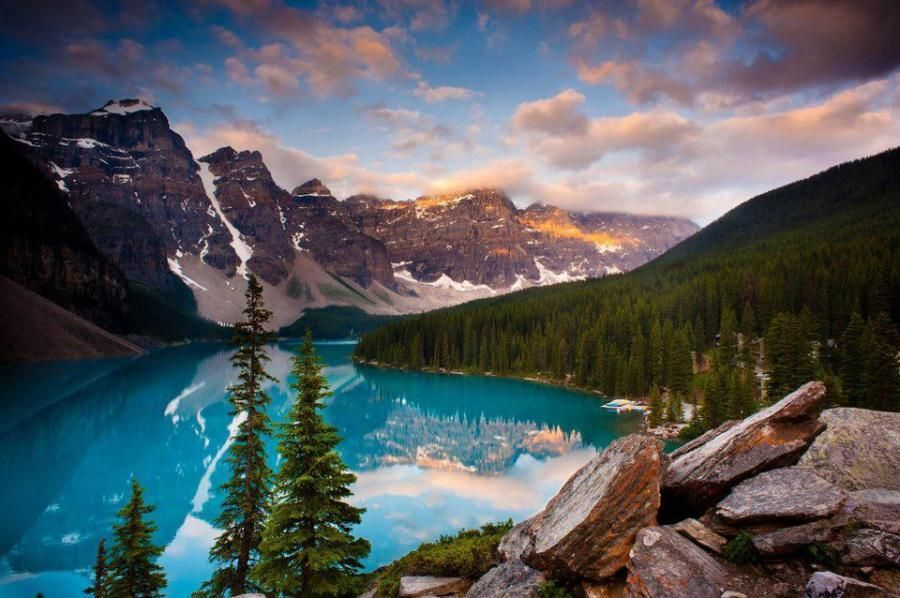 A different shot of Moraine Lake, Canada. - Pixdaus