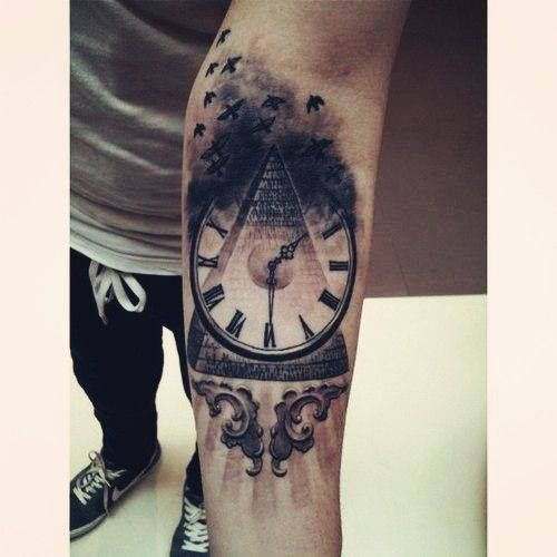 Clock And Pyramide Tattoo Tatuajes Para Hombres Tatuajes De Relojes Tatuajes Creativos