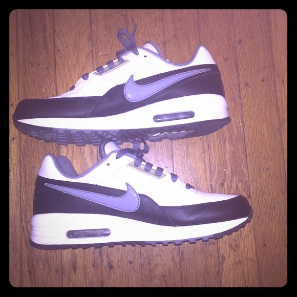 Nike Air Max Nike Air Max youth size 6 1/2 fits women's size 7
