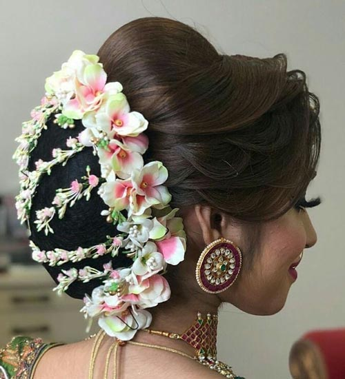 Beautiful Gajra Hairstyles for Women in 2020 | Indian bridal hairstyles, Bridal hairstyle indian ...