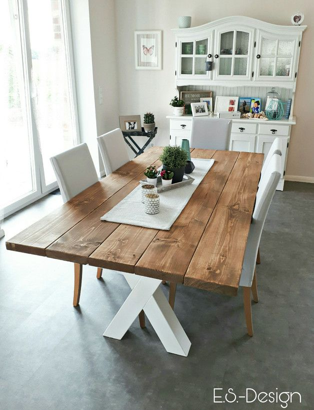 Wir Bieten Einzigartige Vollholzesstische Im Landhausstil An Jeder Tisch Ist Eine Einzigartige Anfert Esstisch Landhausstil Esstisch Landhaus Holztisch Modern