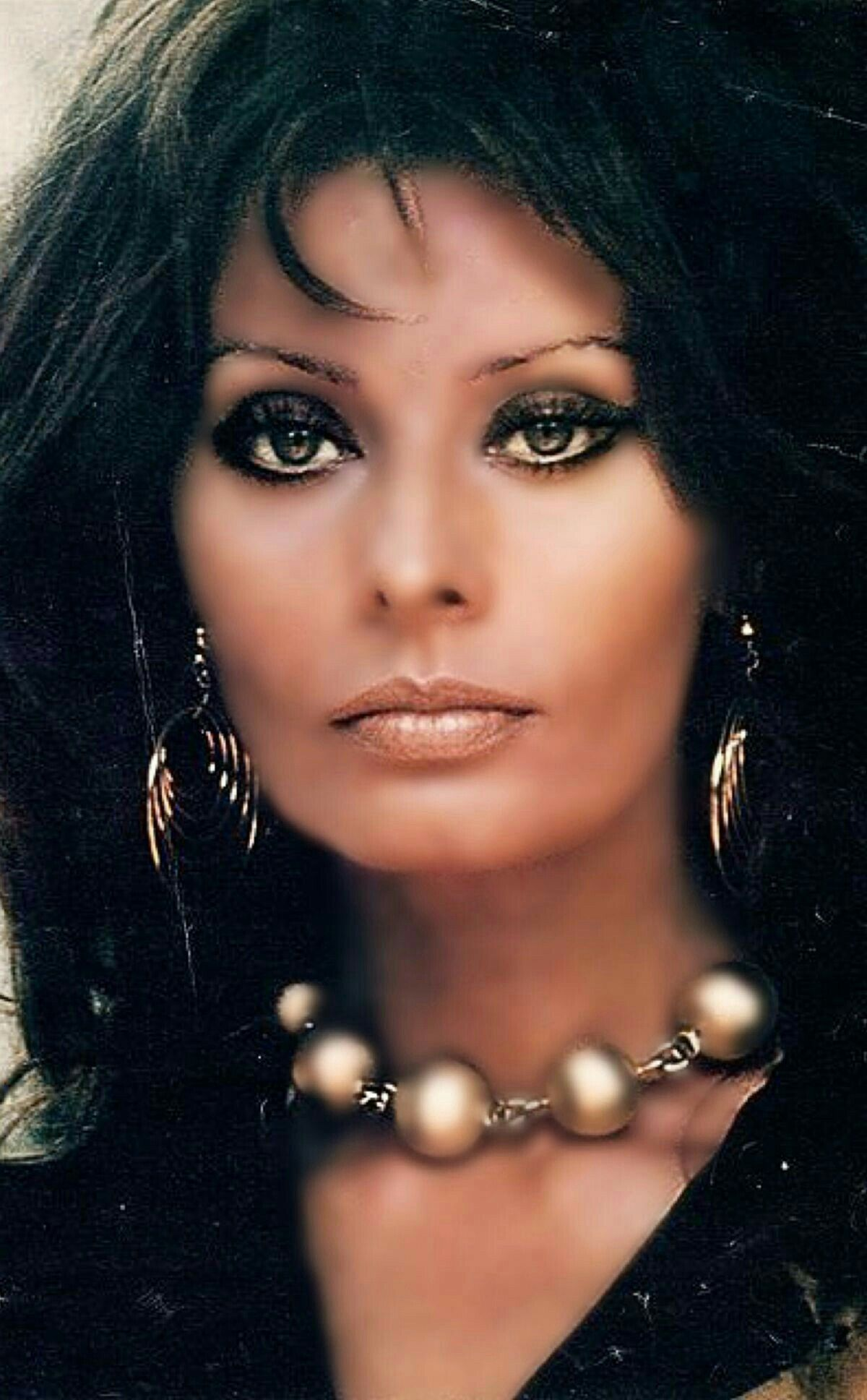 Pin By Dorelle Taylor On Perfect Faces Sophia Loren Images Actresses With Black Hair Sofia Loren