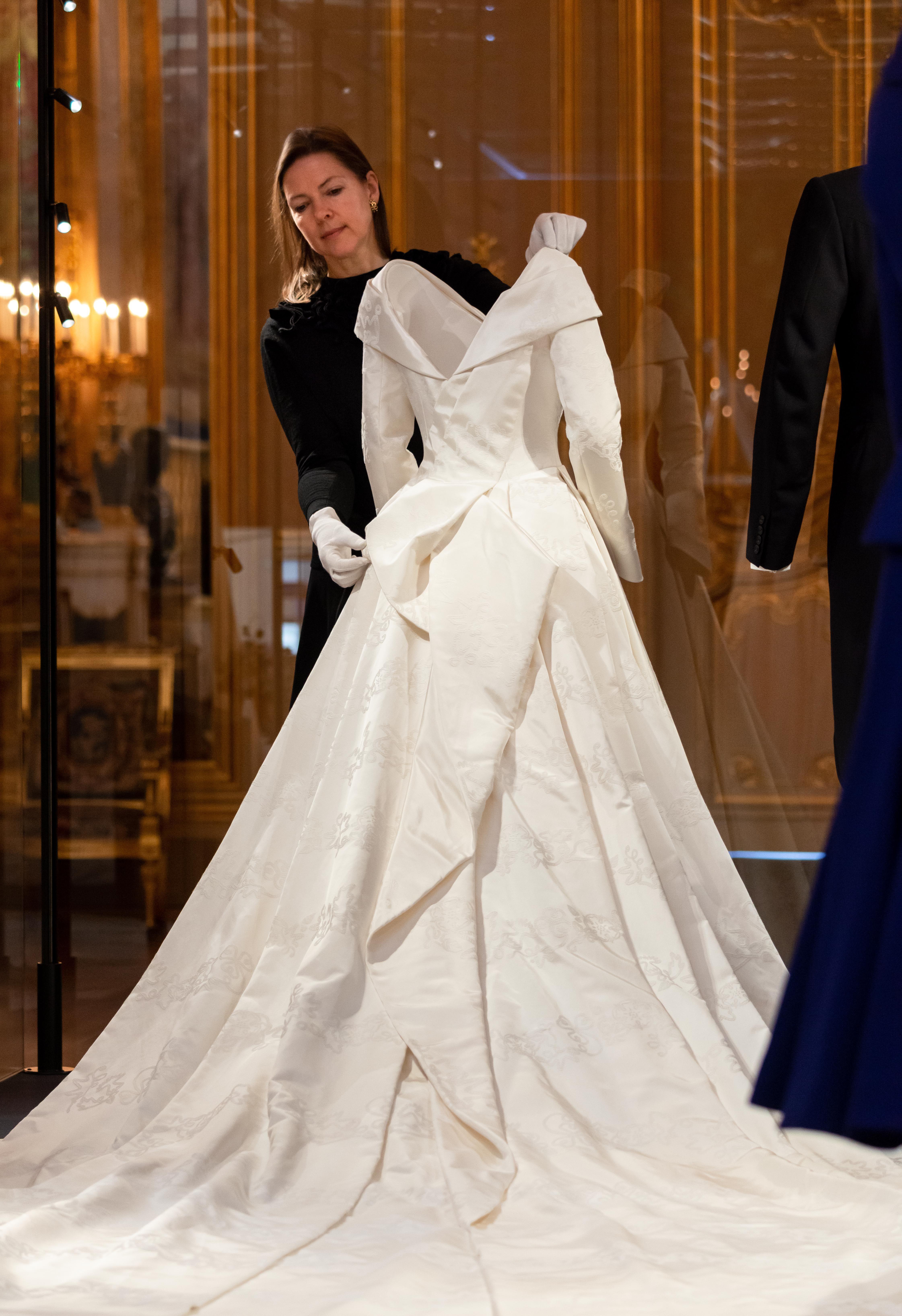 A New Royal Wedding Exhibition At Windsor Castle Royal Wedding Gowns Wedding Dresses Royal Wedding Dress [ 6537 x 4484 Pixel ]