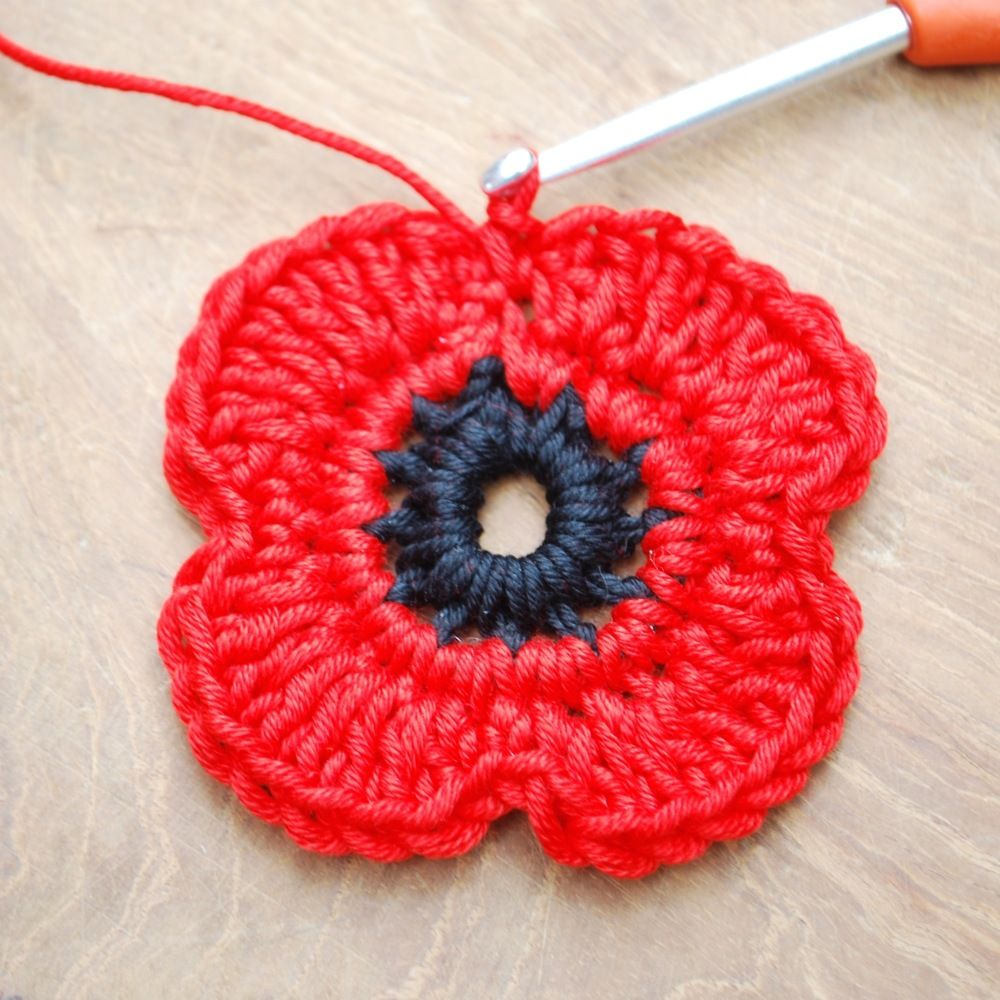 Remembrance Poppy Crochet Project | Puntadas
