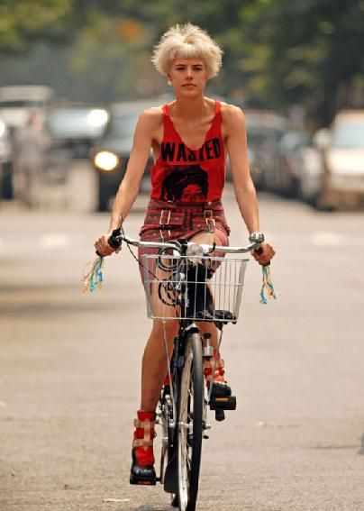 Agyness Deyn #cycling #celebrities #cyclingcelebrities