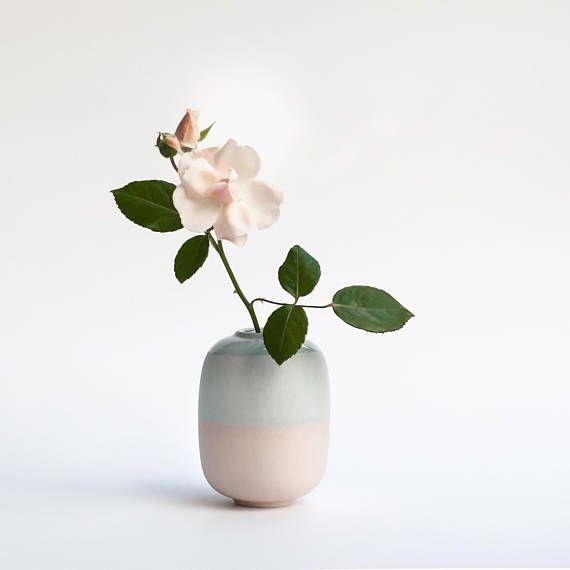 Modern bud vase Modern home decor Dusty pink minimalist decor Modern flower vase & Pastel ceramic vase matte Ceramic bud vase handmade Modern bud ...