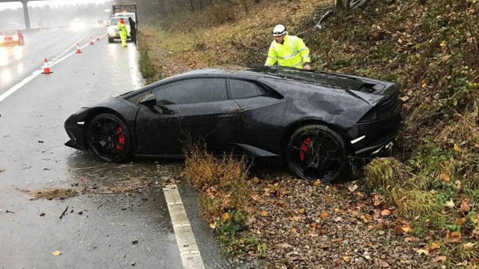 Premier League Star Wrecks Lamborghini And Everyone Loses Their Mind Lamborghini Star Wreck Premier League