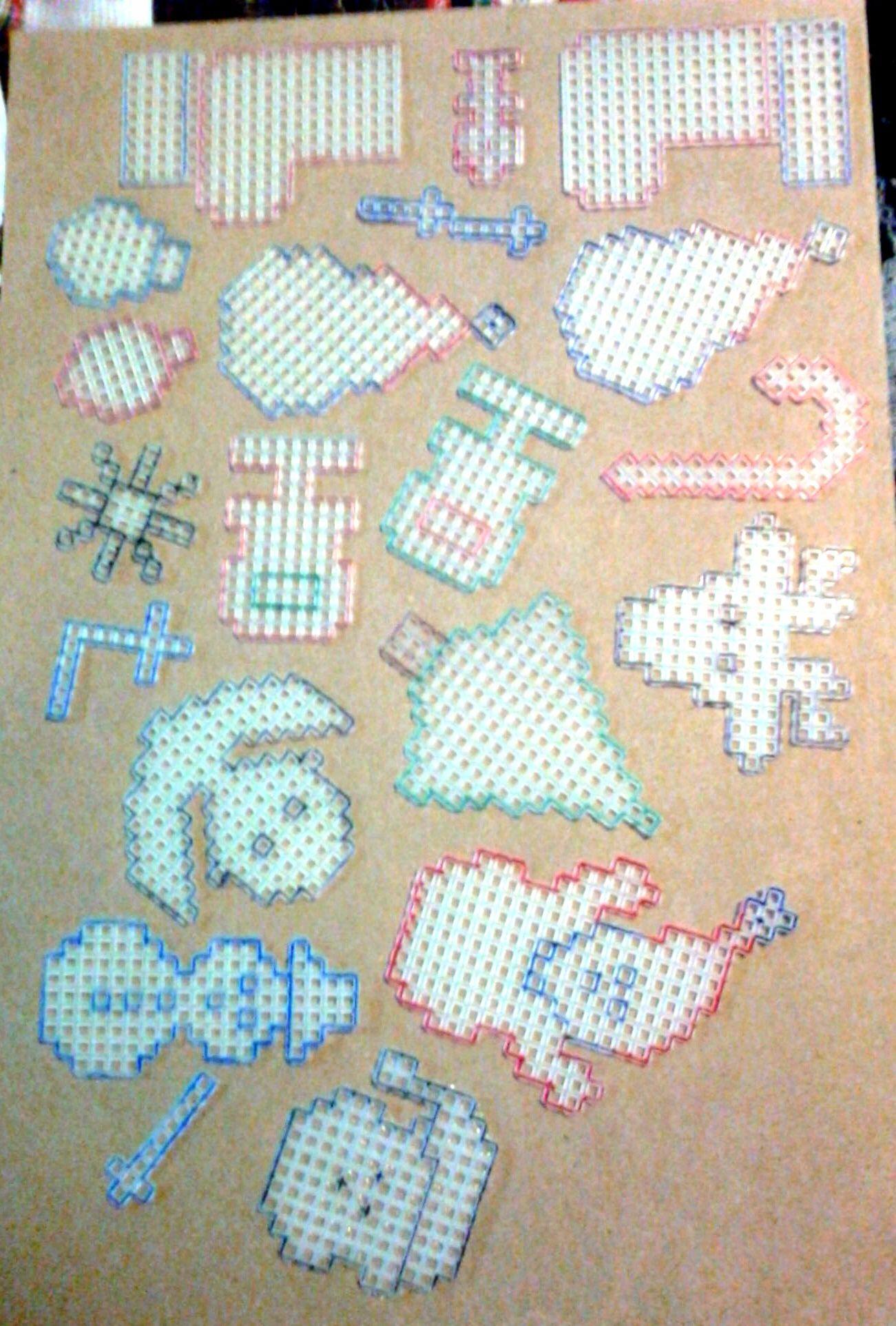 Christmas Cut Outs plastic canvas   canevas   Pinterest   Navidad ...