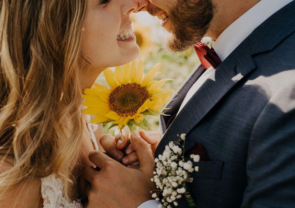 Hochzeitsbild Mit Sonnenblume Hochzeitsfotografin Alte Tenne Stories By Toni Hochzeit Bilder Hochzeitsbilder Hochzeitsfotograf