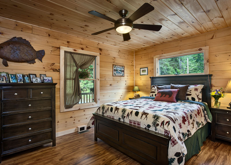This Tiny Log Cabin in New Hampshire is the Perfect ...
