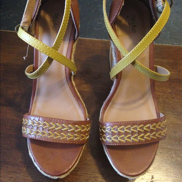 Mossimo wedges Yellow, tan and brown Mossimo wedges with a curved heel. Very cute shoes! Never been worn!(: Negotiable price Mossimo Supply Co Shoes Wedges
