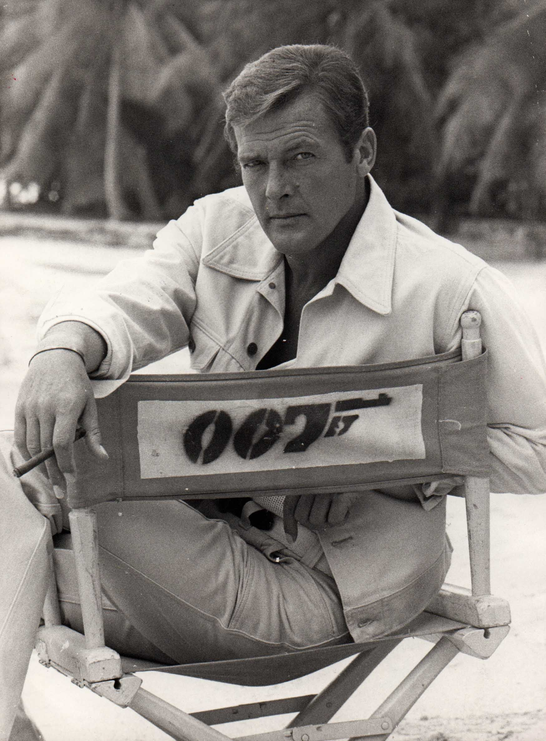 Roger Moore 007 Live And Let Die 1973 James Bond Bond Movies