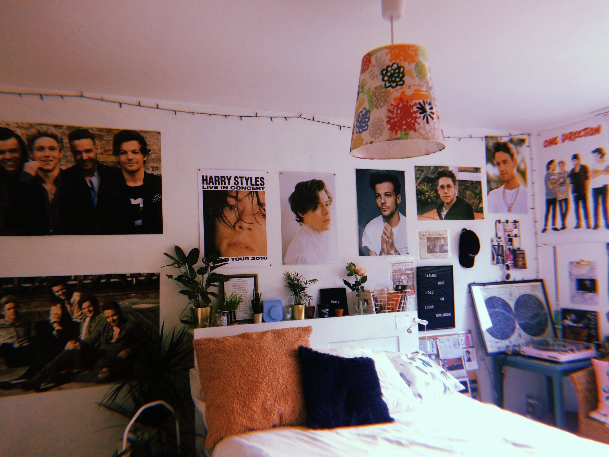 Pin By Ariana Gcc On Home Indie Room Retro Room One Direction Room