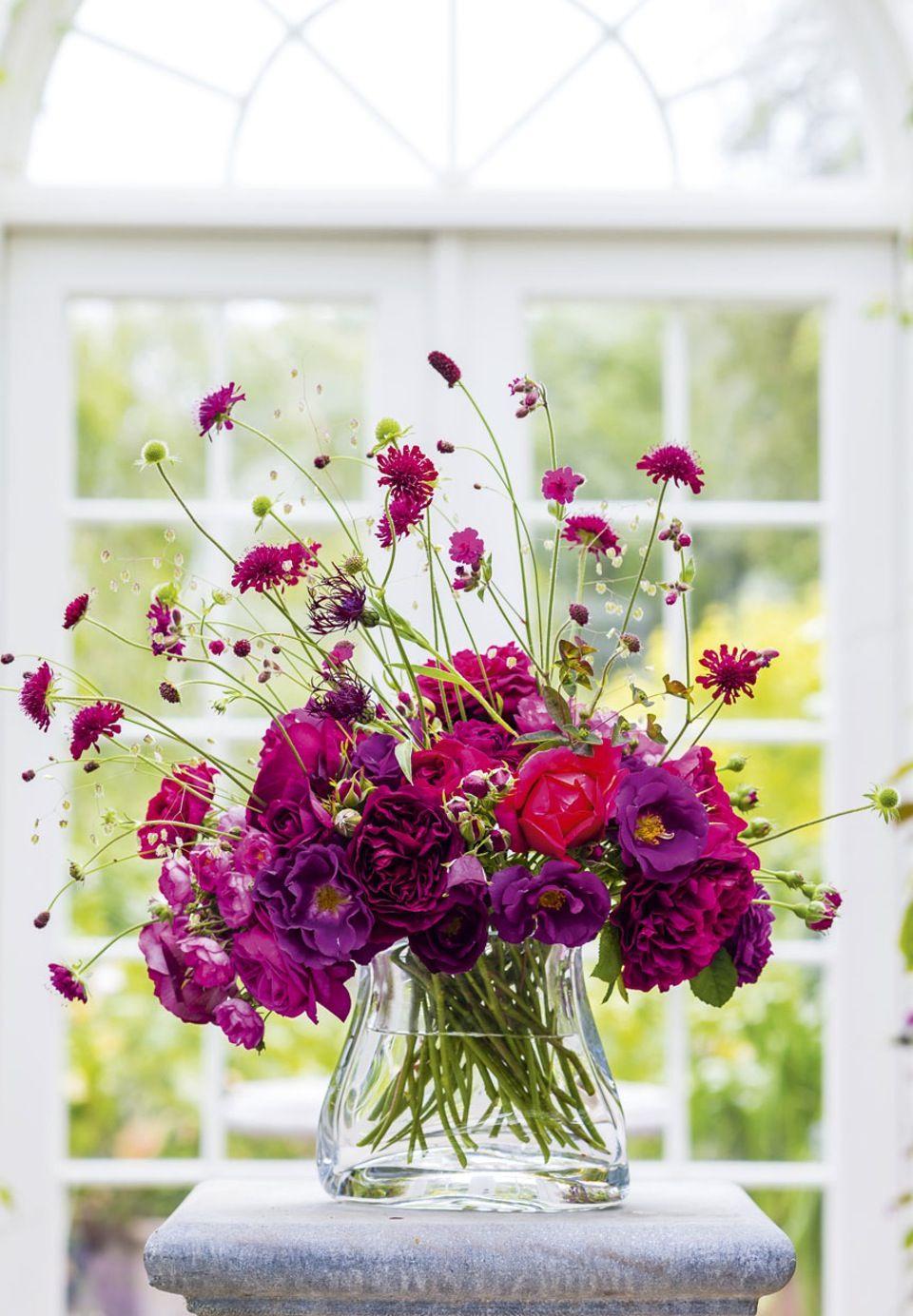 Blomsterdesigner Anette Von Einem Moder Claus Dalbys Have Blomsterarrangementer Haengende Blomster Blomsterdesign