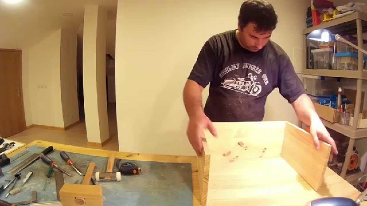 Caixa de ferramentas 02/06   Este é o video, que contem a parte 2, em que se dá inicio à construção da caixa de ferramentas em madeira, construída com ferramentas manuais, de marcenaria. Mais detalhes no blog post que pode consultar em http://woodworking.augcampos.pt/toolbox-for-chisels-and-planes-youtube-video-part-2