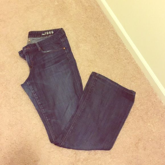 Curvy gap jeans Wear shown in pix; priced to clear out inseam 32 GAP Jeans Boot Cut