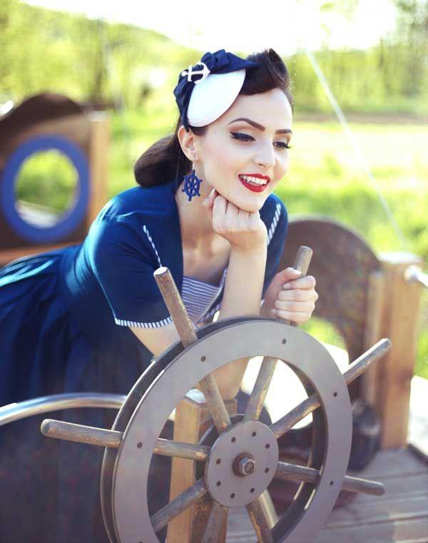 Idda van Munster mit Sailor Fascinator Liberty von Antia : Hut Mode