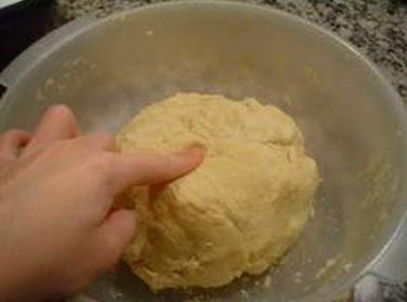 masa de pan casero con harina leudante