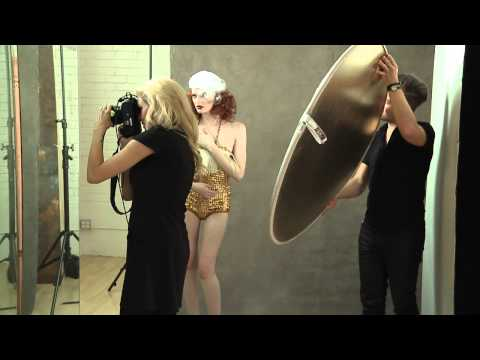 ▶ Photographer Lara Jade: Experiment With Placing Textures in Front of Your Lens   Watch Sue Bryce and Lara Jade's creativeLIVE workshop on experimental portraits: http://cr8.lv/suelarayt