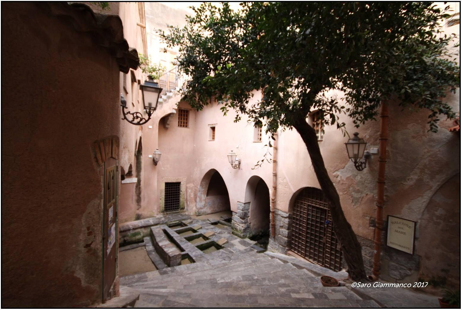 Cefalù Lavatoio medioevale Dettaglio dell'antico lavatoio