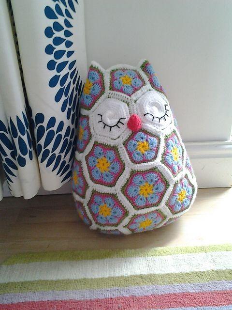 Free Knitting Crochet African Flower Pattern Owl Cushion Crochet