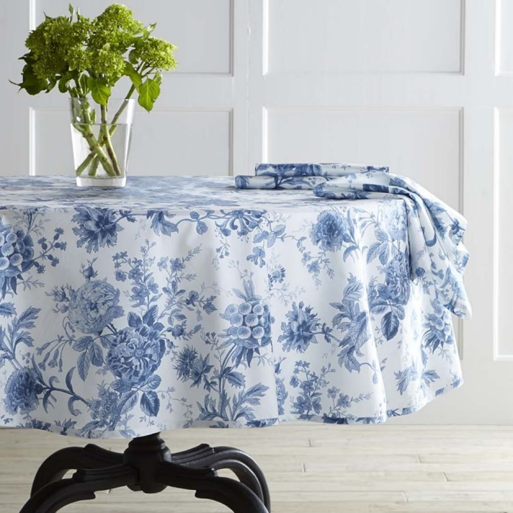 Foyer Table With Floral Tablecloth : Size Your Tablecloth To Fit Your Table