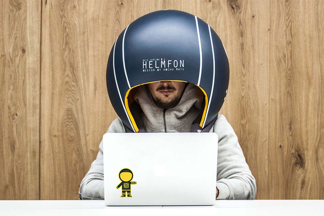 Bureau Open Space Humour : Helmfon u2013 porter un casque pour sisoler dans lopen space ? image