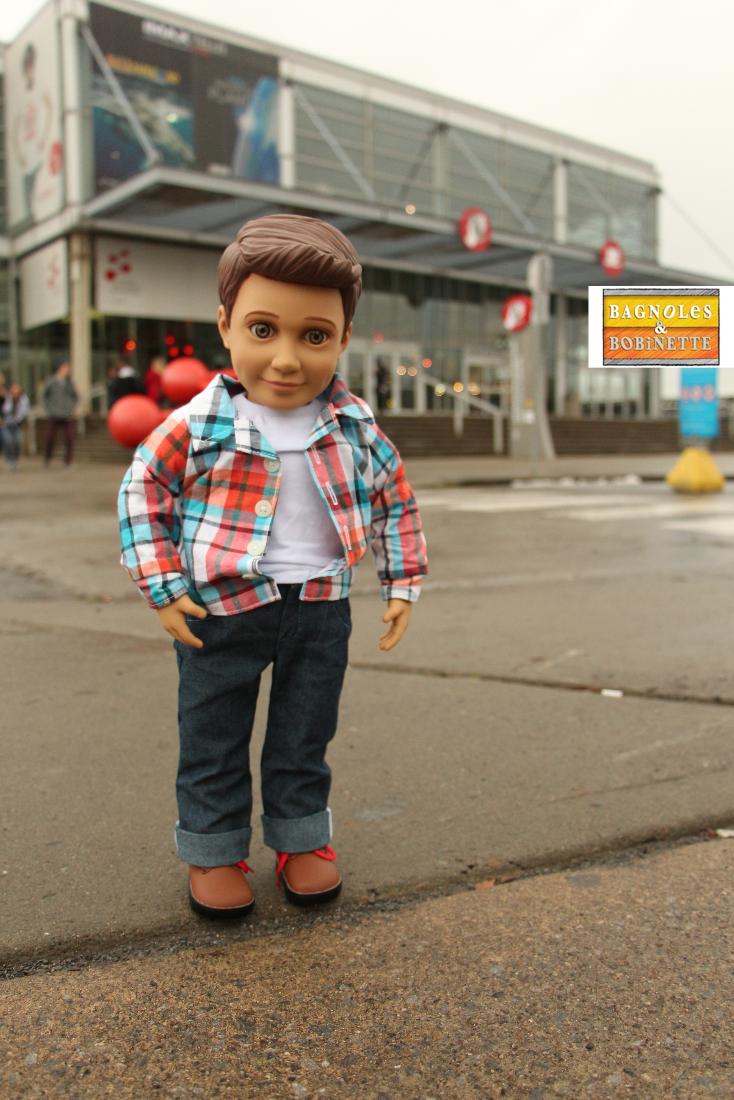 Une poupée d'action qui ne perd pas une minute pour visiter Montréal.  #jouets #vieuxport #toys #oldmontreal #oldport