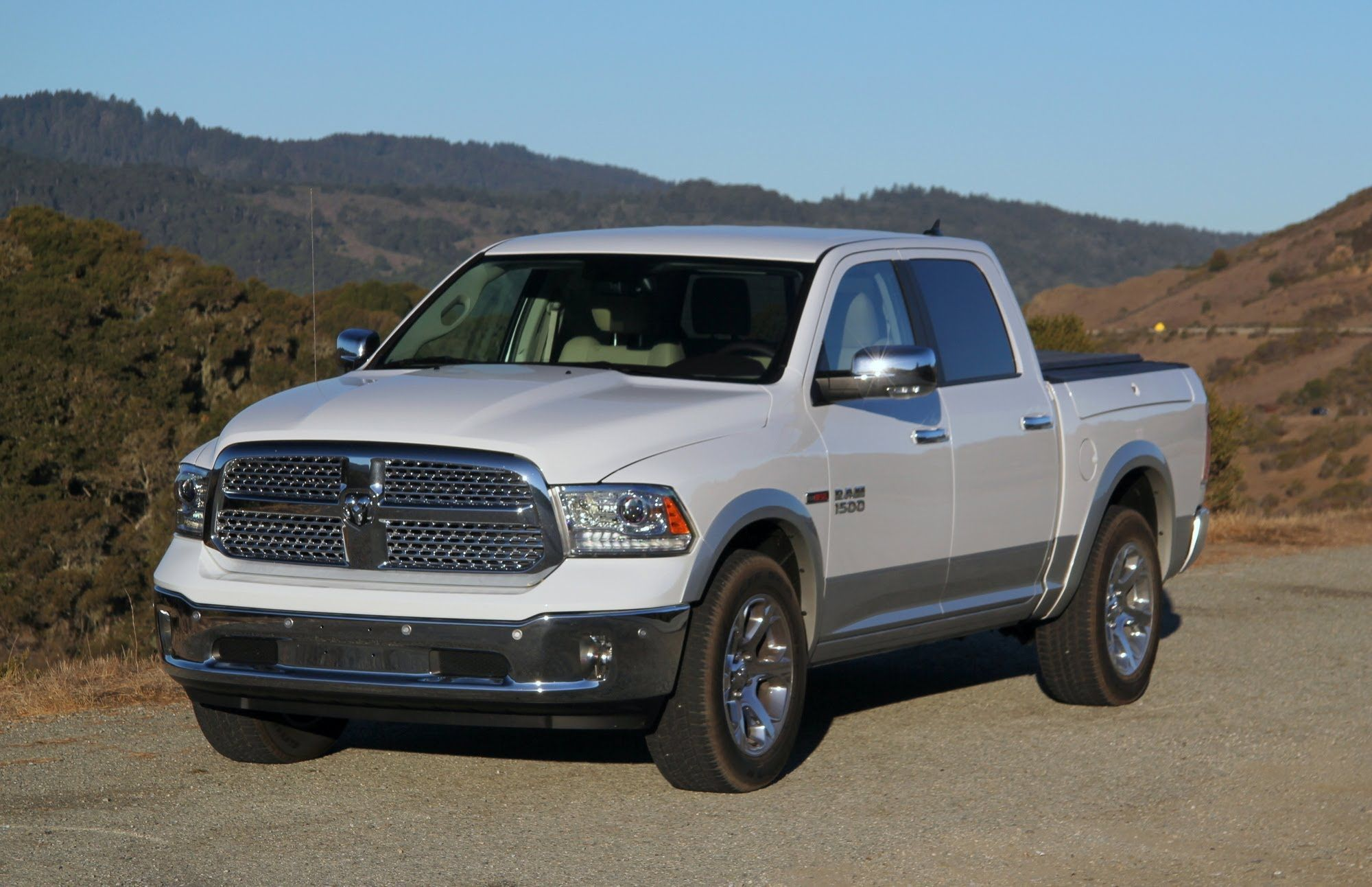 Dodge ram 1500 eco diesel only 1500 with diesel 9 200 tow cap