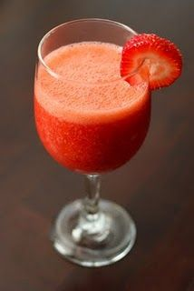 Love frozen drinks!  A Perfect Strawberry Daiquiri Mocktail