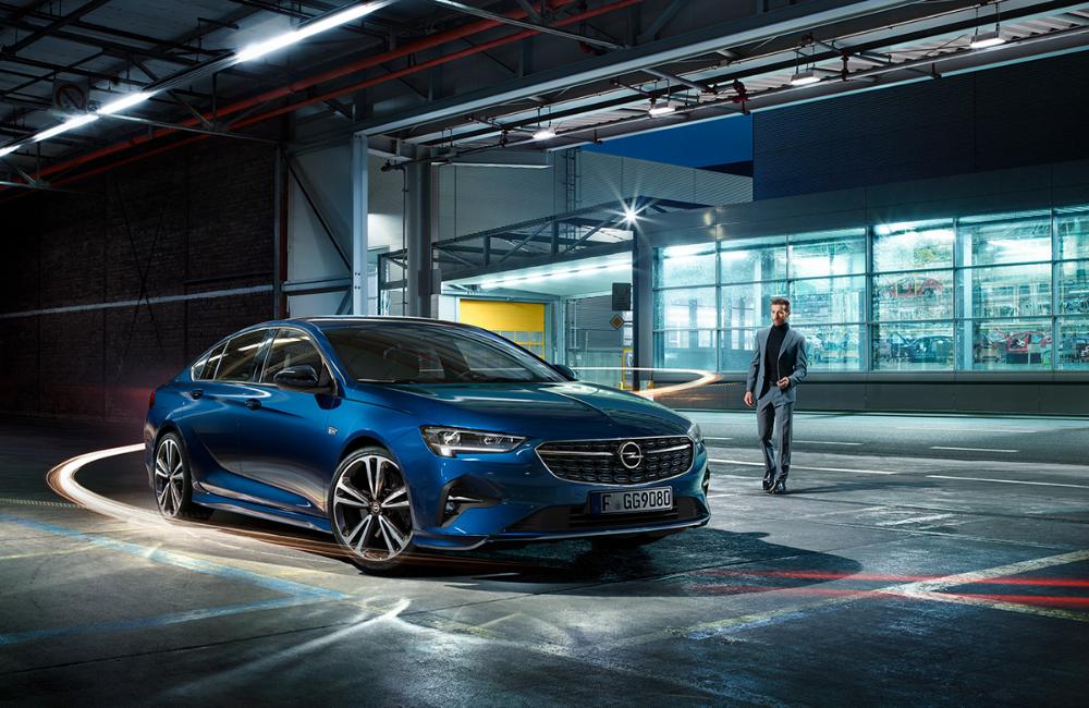 Opel Insignia 2020 Cg On Behance In 2020 Opel Opel Corsa Blue Car