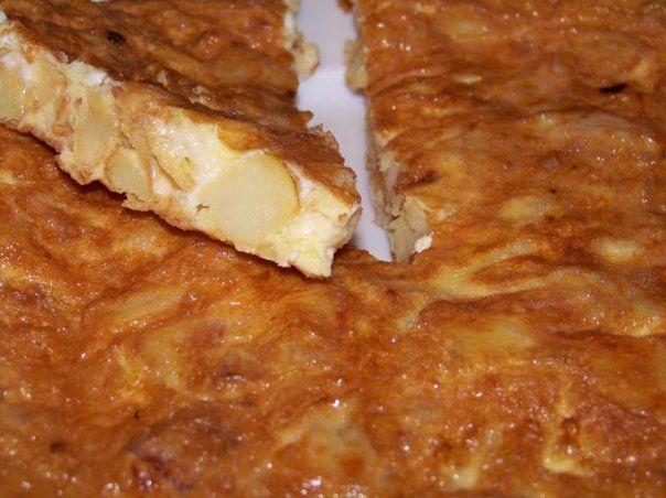 Tortilla de papas con cebolla y queso