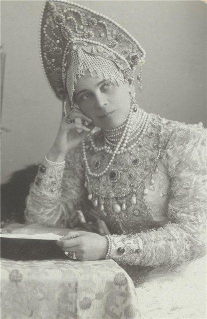 Le Kokochnik la coiffe traditionnelle russe hats, crowns
