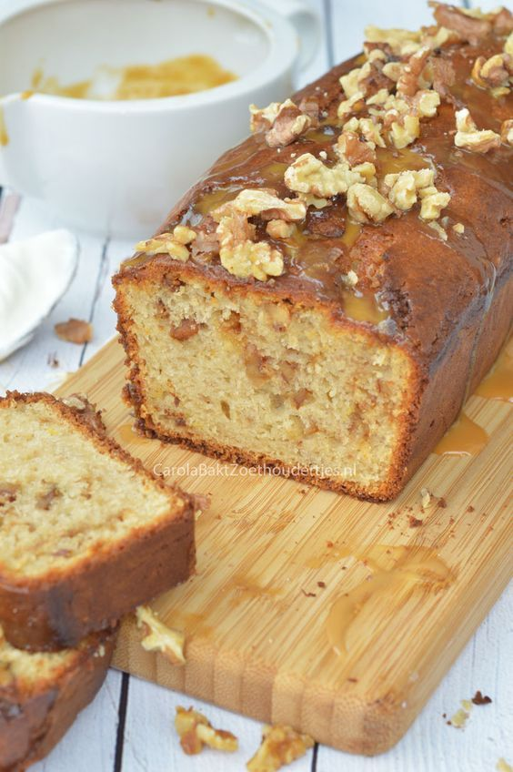Haal de Griekse smaken in huis met deze Griekse yoghurtcake met honing-karamel en weinig vet. Greek poundcake with Yogurt, walnuts and honey, low fat!