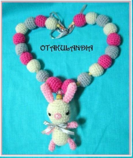 Collar de lactancia Mod. Conejita Linda - realizado a mano en crochet ¡¡Es ideal para regalar!! mucho más para tu bebé en https://www.facebook.com/otakulandia.es