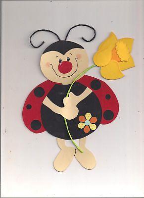Fensterbild Süßer Marienkäfer mit Blume aus Tonkarton