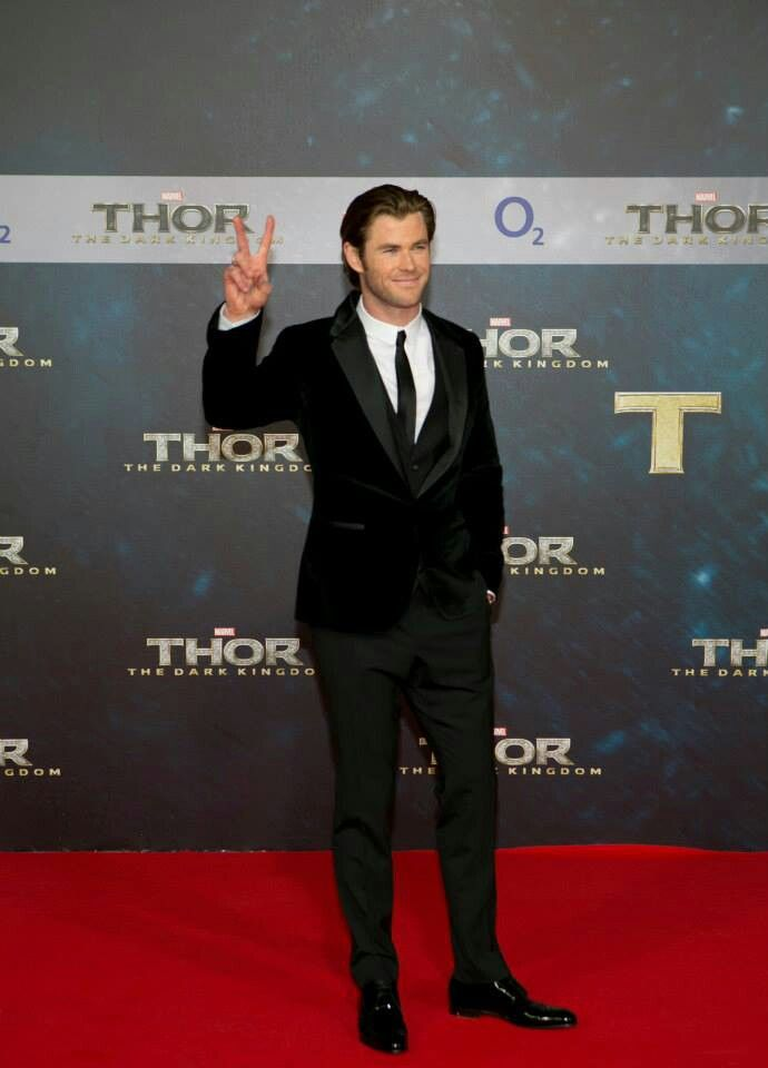 Premiere. | Chris hemsworth, Hemsworth, Thor